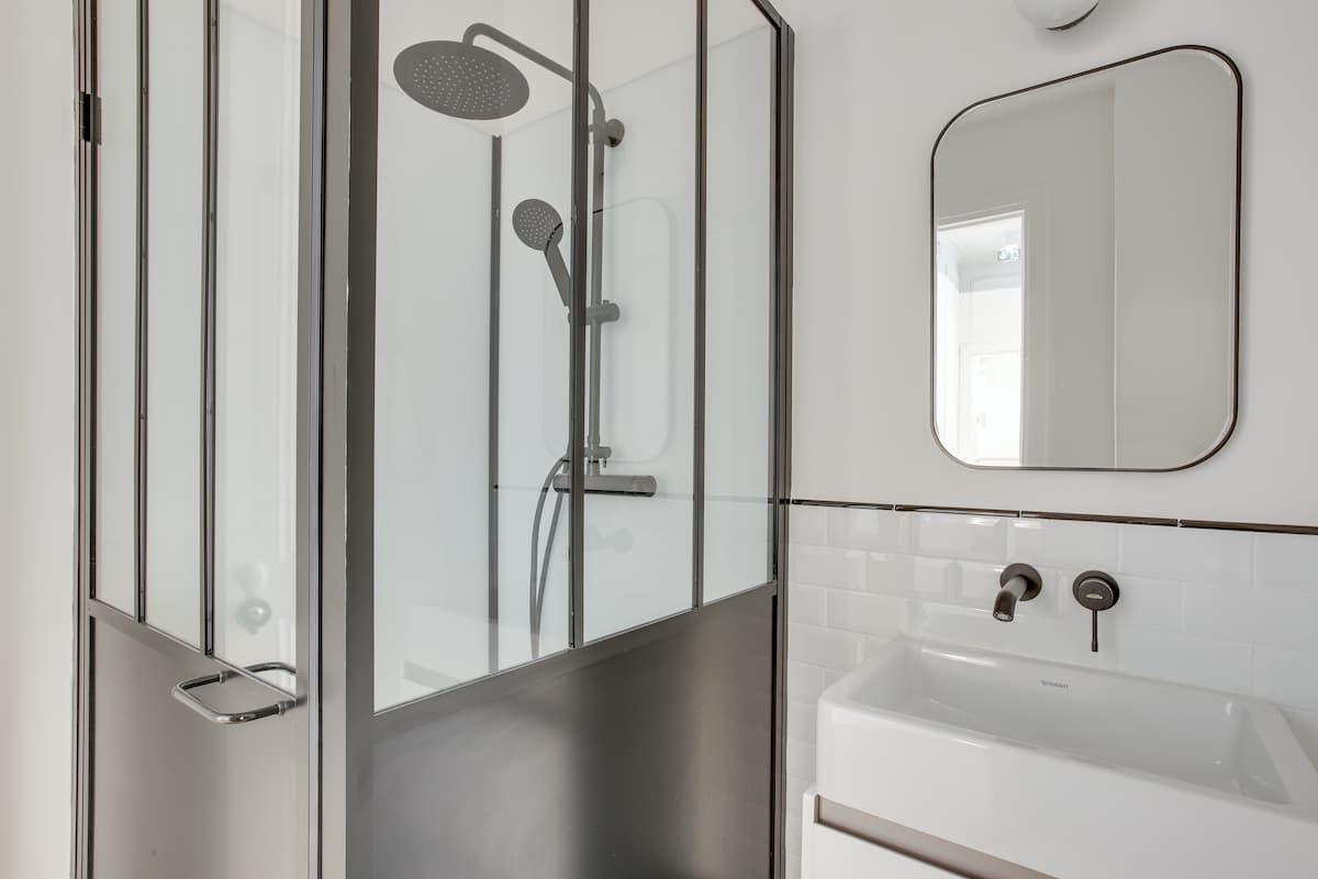 Salle de douche | Rénovation des bureaux pour un cabinet d'avocats
