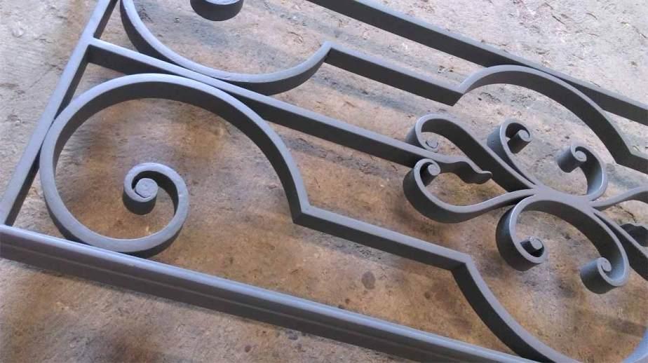 Garde-corps de fenêtre en fer forgé - hugo ferronnerie
