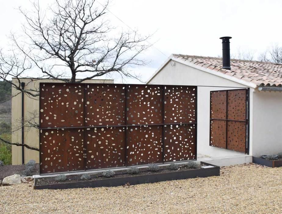 Claustra extérieur avec porte d'accès - Lubéron 84