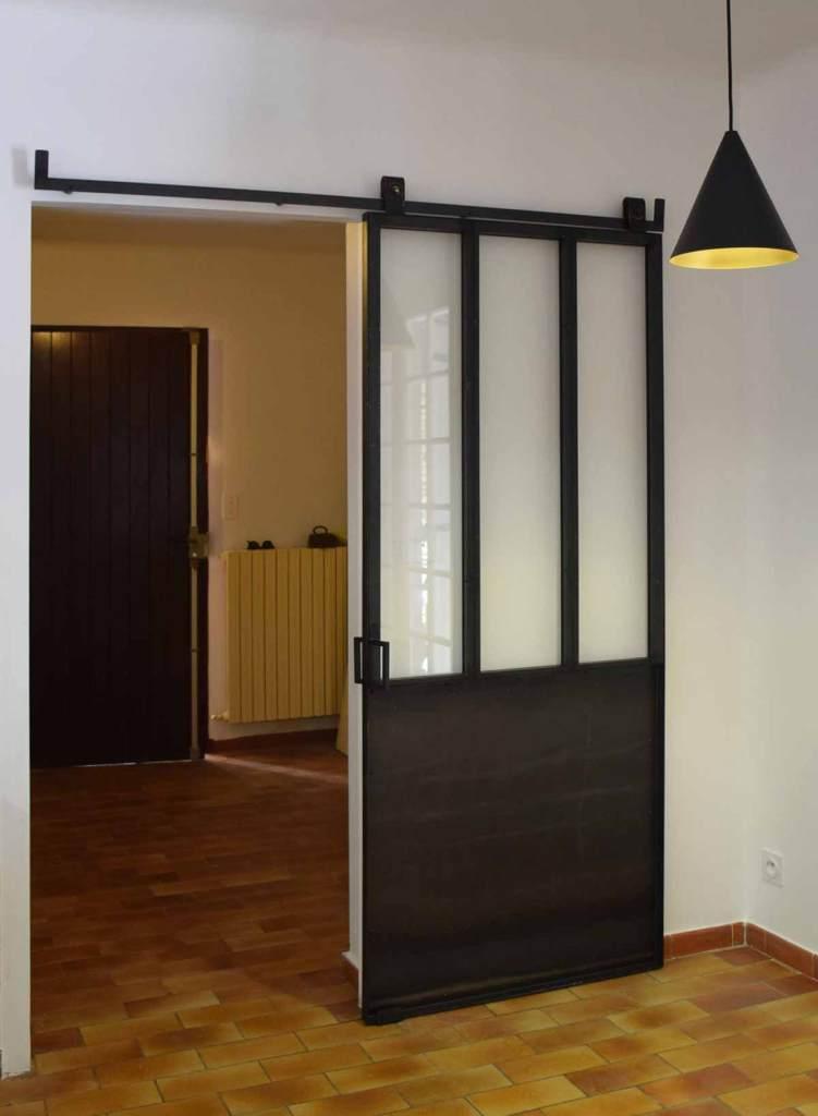 Porte coulissante vitrée avec soubassement tôlé - Pernes les Fontaines (84)