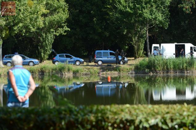 A Saint-Martin de Sanzay, le 10 août 2015, au bord de l'étang où les squelettes ont été découverts. Photo LE COURRIER DE L'OUEST