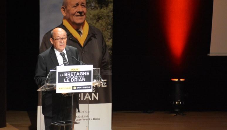 Jean-Yves Le Drian a présenté son programme à Saint-Brieuc, le dimanche 8 nombre 2015, pour les élections régionales en Bretagne. Photo Louise Raulais / IUT DE LANNION POUR LE MONDE.FR
