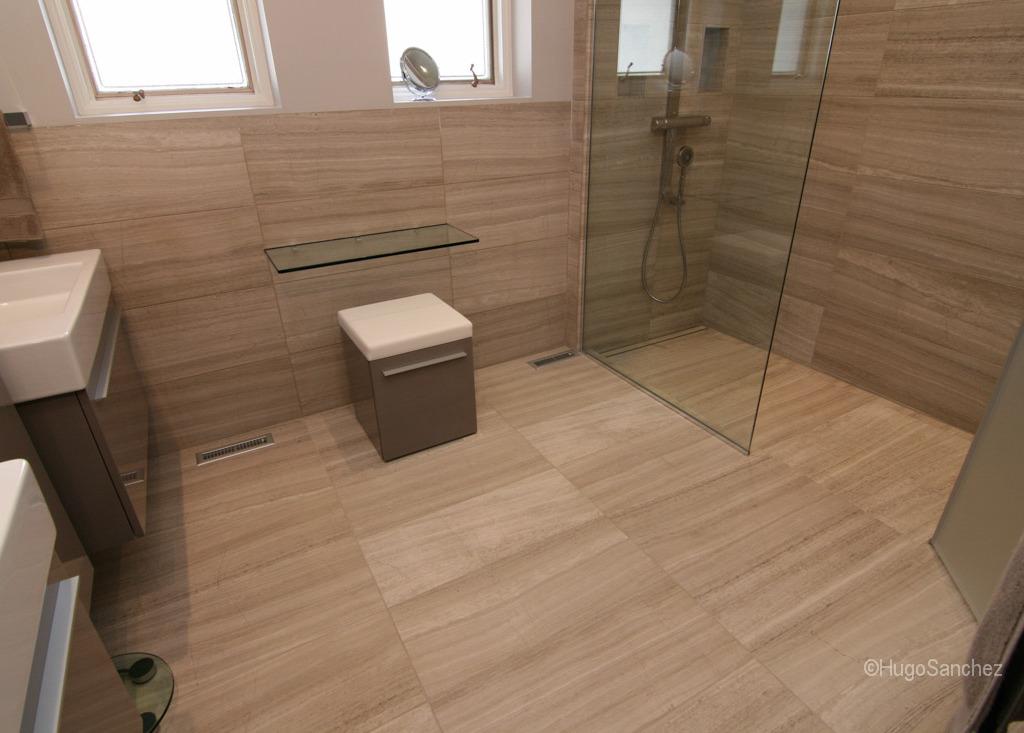 Curbless Limestone Shower Cramiques Hugo Sanchez Inc