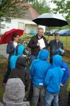 Landrat Bernd Woide mit den Kids