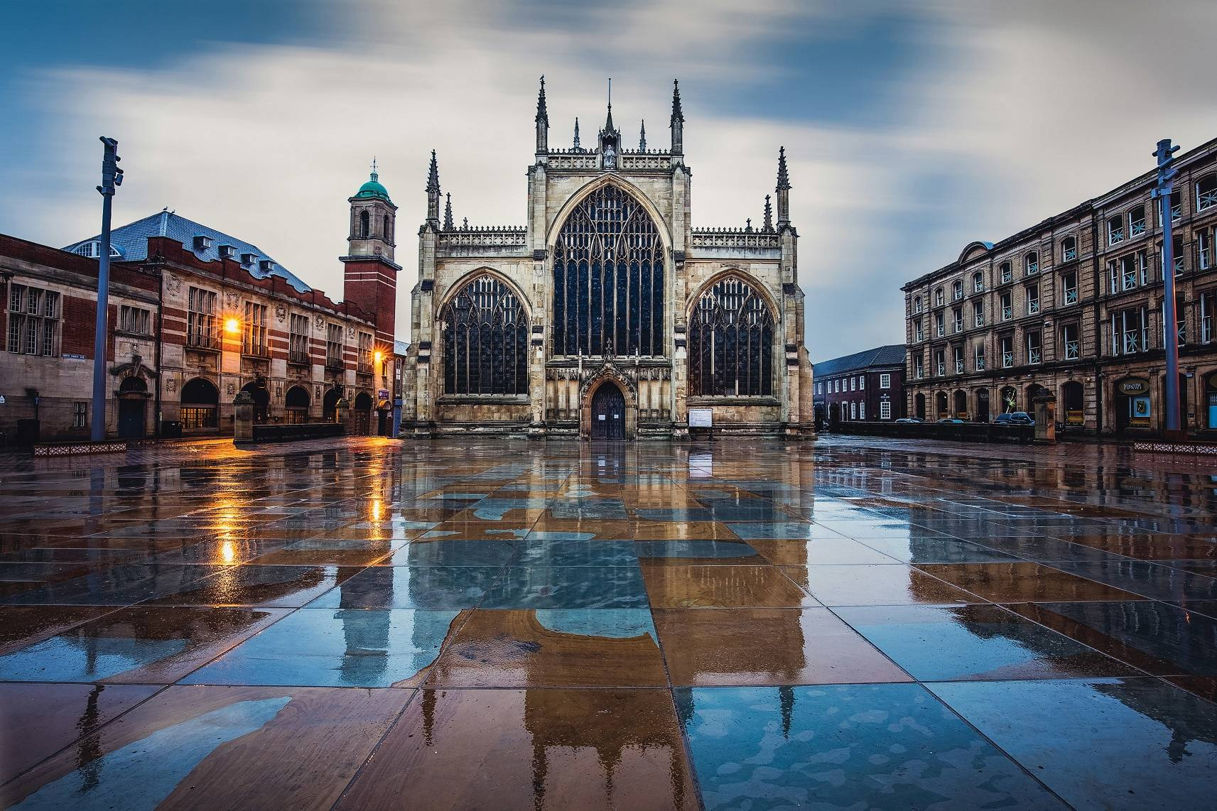 Hull Minster isthe largest parish church in England by floor area