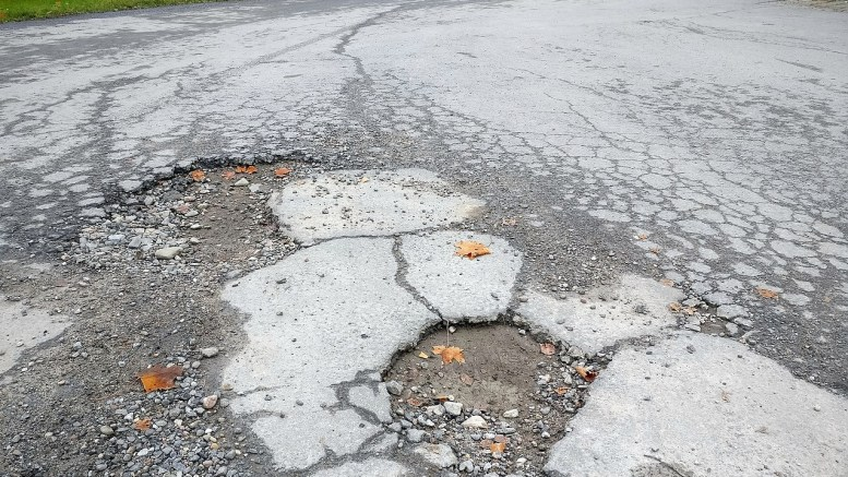 Work to repair potholes will take place in Hull.
