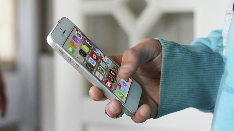 Apps on an iPhone screen. Picture by Marius Berthelsen