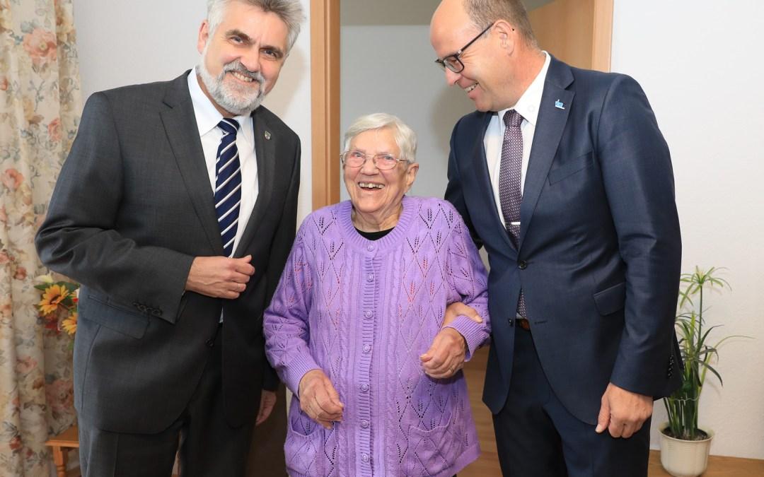 Minister-Hausbesuch bei 87-jähriger Waltraud Ebeling in Colbitz