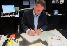 Photo of A CEO who writes 7,400 employee birthday cards a year explains the value of gratitude
