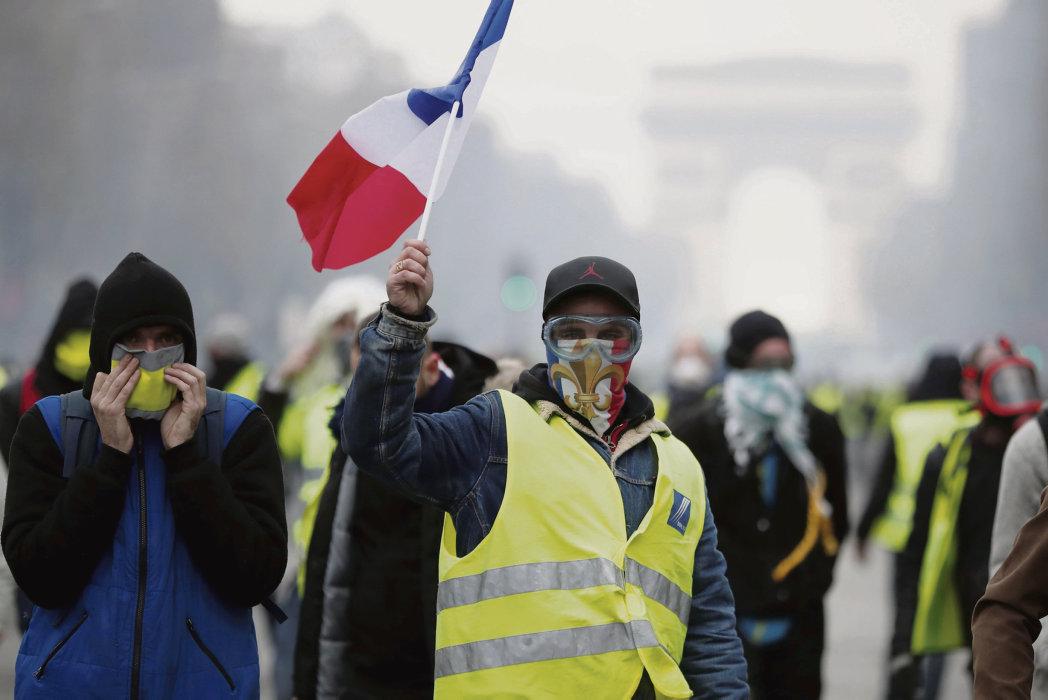 meme si certains groupuscules d extreme droite affirmaient leur presence dans les manifestations ca n est pas le csur de la mobilisation affirme le