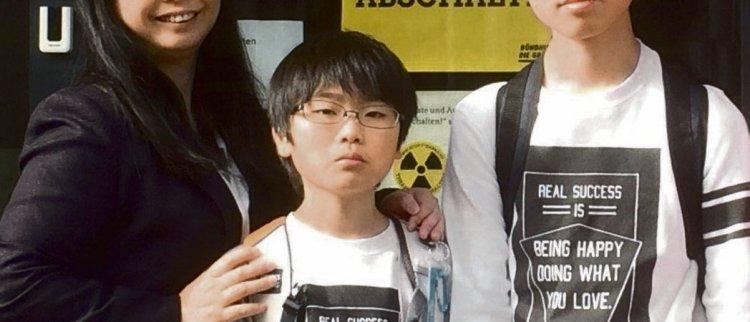 Victime de la catastrophe de Fukushima, Miwa Kamoshita, ici avec ses enfants, est venue à Paris pour témoigner de ce qu'est devenue sa vie d'exil...