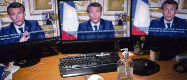 Lors de son allocution télévisée en direct de l'élysée, le 13 avril, Emmanuel Macron a reconnu des «   failles » et des «  ratés   » face à la crise sanitaire, mais pour mieux justifier la politique du gouvernement. Martin Bureau/AFP