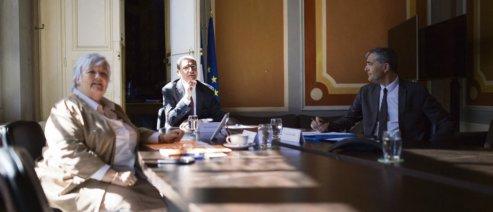 Le 13 juillet à Matignon, le premier ministre, Jean Castex, et Jacqueline Gourault, la ministre de la Cohésion territoriale, en visioconférence avec les acteurs du projet de loi organique sur le droit à la « différenciation ». Raphaël Lafargue /Abaca