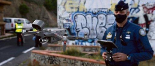 Le texte de loi propose une surveillance massive des personnes en temps réel, via les drones. Ces enregistrements pourront être transmis en direct au poste de commandement. A. Robert/SIPA