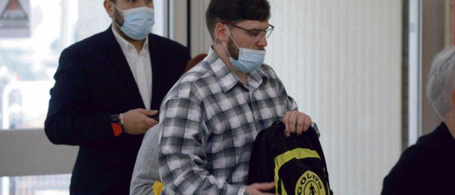 Esteban Morillo (à gauche) et Samuel Dufour, au tribunal d'évry, le 3 juin. Geoffroy van der Hasselt/AFP
