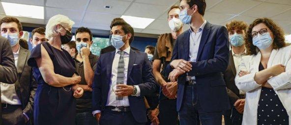 Des militants du RN, avec à gauche, Marie-Caroline Le Pen, le 20 juin. Thierry Stefanopoulos/réa
