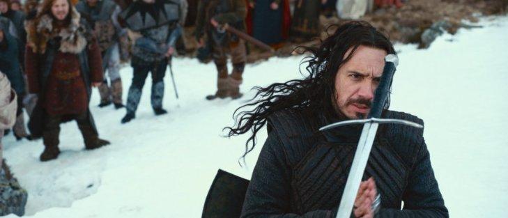 Arthur (Alexandre Astier) et la fameuse Excalibur, celle par qui tout arrive.