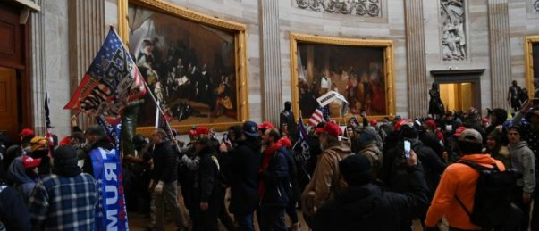 Les partisans de Donald Trump qui envahissent le Congrès. @Saul LOEB / AFP