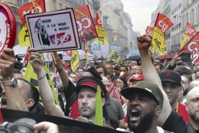 La lutte des cheminots français a reçu, hier au Sénat, le soutien marqué de leurs collègues étrangers. Jacques Demarthon/AFP