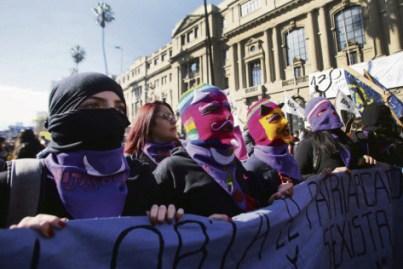 Le 6 juin, pour la troisième fois, les rues de Santiago et des principales villes du Chili ont connu des défilés en faveur d'une éducation non sexiste. Claudio Reyes/AFP