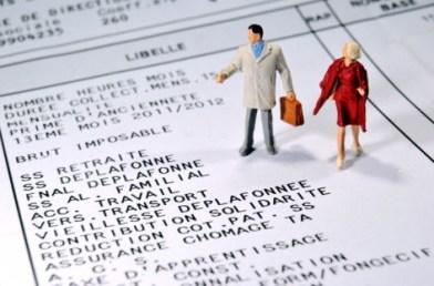 Selon l'Insee, les femmes perçoivent un revenu salarial inférieur en moyenne de 24% à celui des hommes. Photo : Philippe Huguen/AFP