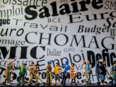 Avec 25% de sans diplômes et 28% de personnes titulaires d'un BEP ou d'un CAP, les Français aux revenus médians déclarent à 66% être en difficulté financière, soit 5% de plus que la moyenne de la population française. Photo : Philippe Huguen/AFP