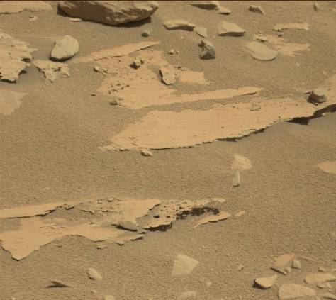 Sol 601, Unusual rock