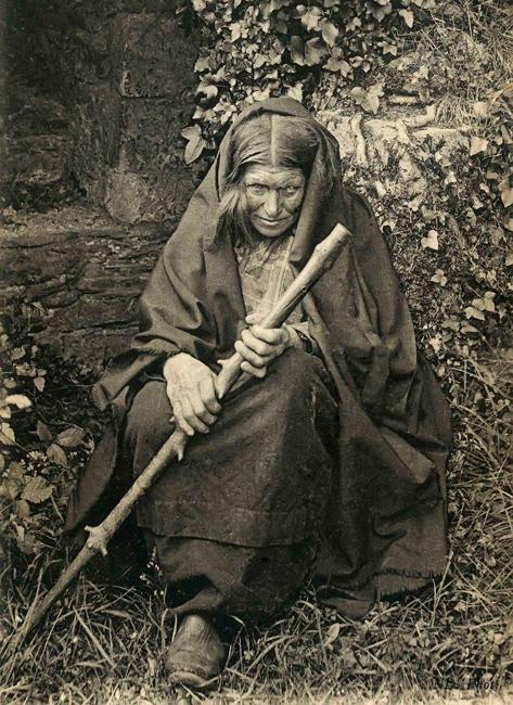 Naïa, la sorcière de Rochefort-en-Terre, photographiée par Charles Géniaux.