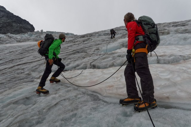 ...schon viel leichter. Gerold sichert uns im steilsten Abschnitt erneut mit Eisschrauben