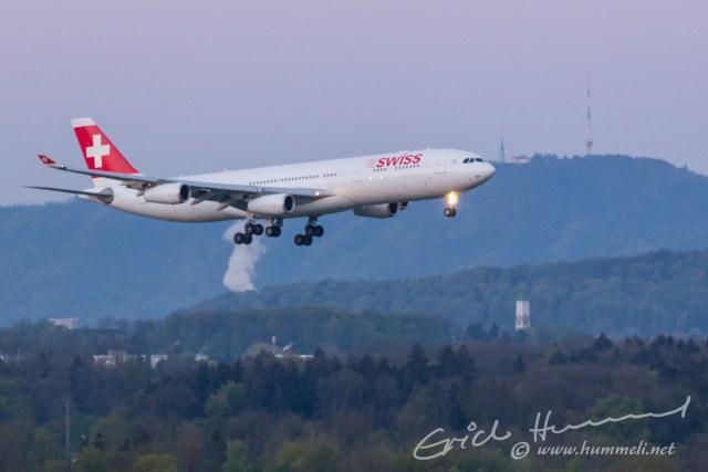 A340, HB-JMF aus Johannesburg