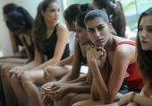 'میرے بچے کو گورا بنا دو'، انڈیا میں گورے پن کا جنون