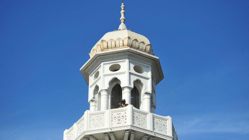 پاکستان: 'درود پر تنازع'،مولوی پر توہینِ مذہب کا مقدمہ