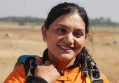 جب بھارتی خاتون نے ساڑھی پہن کر آسمان سے چھلانگ لگائی؛ سکائی ڈائیونگ وڈیو