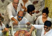 جنازوں میں بن ٹھن کر کون جاتا ہے؟ سری دیوی کی تعزیت میں شامل فنکاروں پر کڑی تنقید