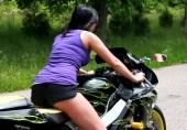 پردہ بکارت، موٹر سائیکل اور جنسی تعلیم