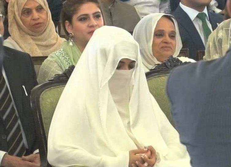 وزیراعلیٰ پنجاب سردار عثمان بزدار کی نامزدگی بشریٰ بی بی کے استخارے کا نتیجہ ہے