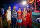 بھارت شادیوں میں گورے ٹکٹ لے کر کیا دیکھنے جا رہے ہیں؟