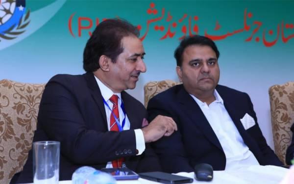 صحافیوں کی تقریب میں وفاقی وزیر اطلاعات کو شرمندگی کیوں اٹھانا پڑی؟
