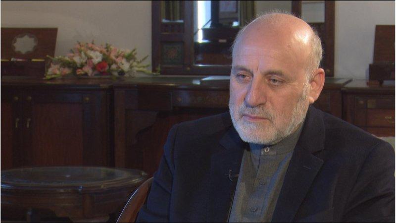عمرداودزئی کے مطابق امریکہ نے طالبان سے براہِ راست مذاکرات شروع کرنے سے پہلے افغان حکومت سے اجازت لی تھی اور تمام ملاقاتوں میں نہ صرف افغان حکومت بلکہ افغان سیاستدانوں کو بھی اس حوالے سے مطلع کیا تھا۔