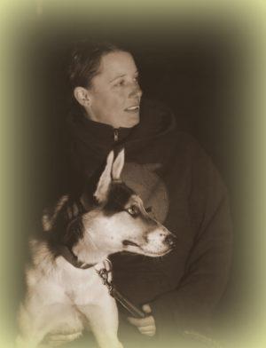 Lisa mit traumatisierten Alaskan Husky Pünktchen