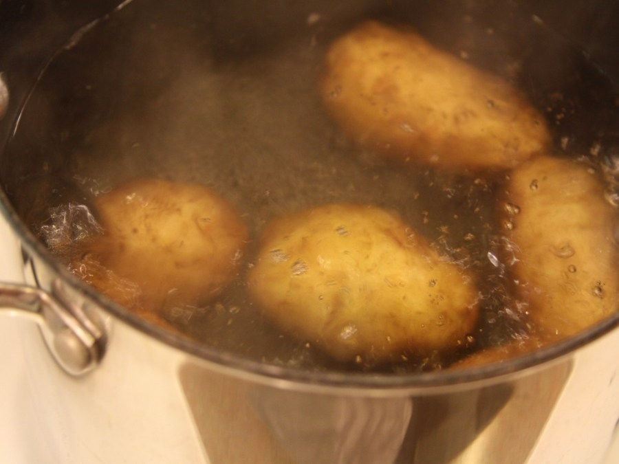 boiling-potatoes-in-water