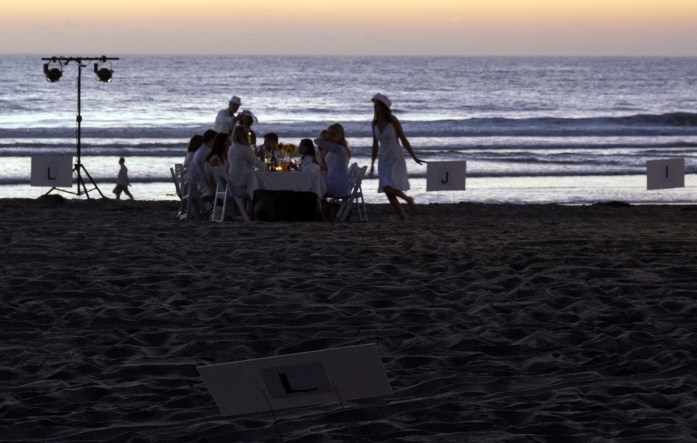 le-diner-en-blanc-and-apothic-wine-all-white-beach-event-20163182