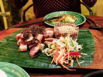 В Хой Ан се предлага и по-изискана, фюжън кухня, като това свинско коремче с червен ориз