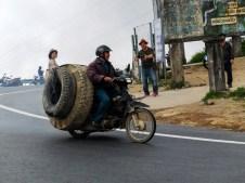Проходът Хай Ван, който свързва Северен и Южен Виетнам. Той е предизвикателство за шофьорите заради многобройните си завои, но гледките от високо са главозамайващи и красиви.