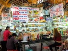 Щандове за храна на пазара Бен Тан
