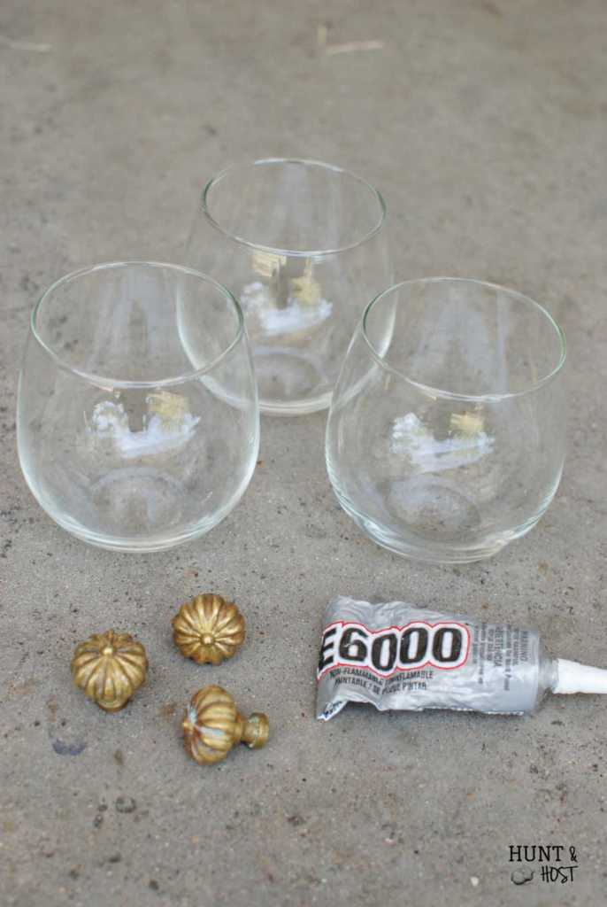 A simple homemade cloche. This mini glass cloche takes seconds to make but gives lasting decorating impact!