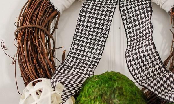 DIY Decorative Balls in a Spring Mantel