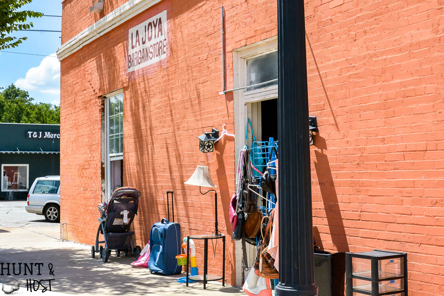 Bryan, Texas shopping spots. A sweet town full of vintage stores, thrift stores and antique stores, great places to eat and fun things to do. Your complete guide to shopping in Bryan, TX