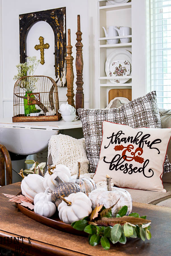Tips on how to make your own fall décor style. This vintage farmhouse feel has a touch of boho for fall, come join tons of gorgeous fall home tours and gather fall decorating ideas for your home.