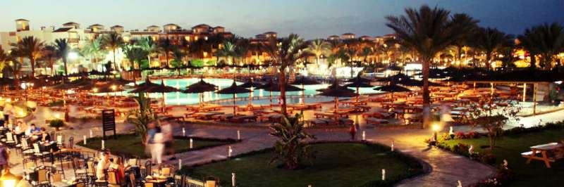 Hotel Dana Beach Resort - Poolanlage abends - Hotels in Hurghada